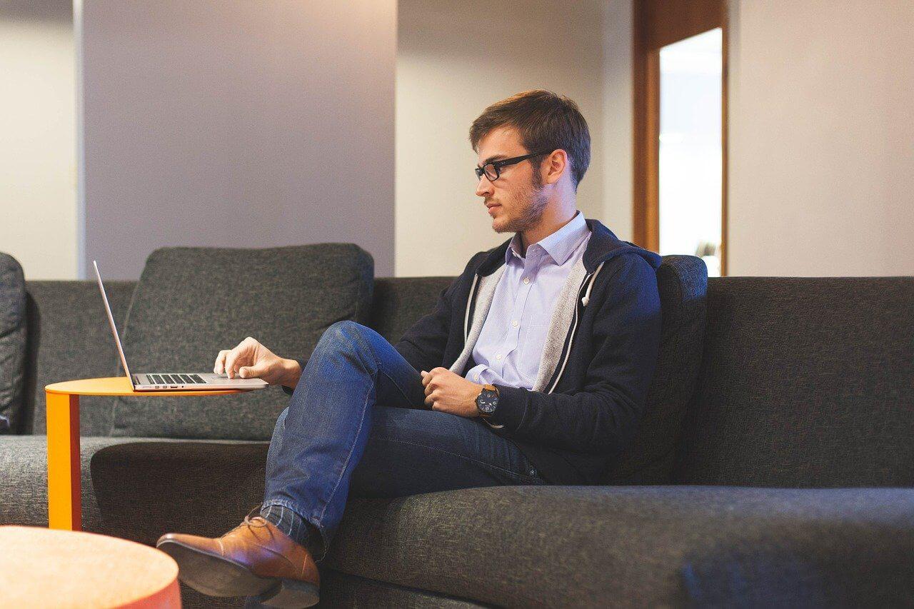 Você vai trabalhar em um sofá limpo, higienizado e perfumado